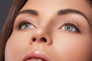 Augenbrauen richtig betonen