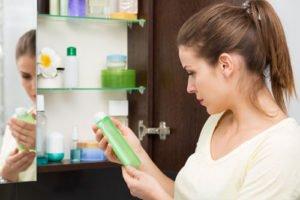 Kosmetikschrank aufräumen