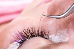 Künstliche Wimpern anbringen - Anleitung und Tipps