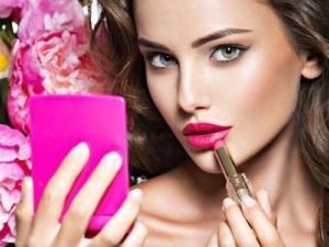 Ausdrucksstarke Lippen in Trendfarben