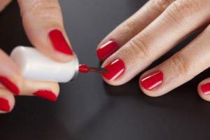Rot gehört immer zu den Nagellack Trends
