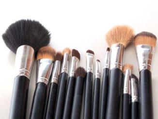 Welche Pinsel benötigt man für's Make-up?