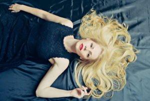 Blond in allen möglichen Nuancen gehört immer zu den Trends