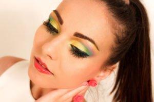 Im Sommer 2011 darf das Make Up ruhig grell und ausgefallen sein