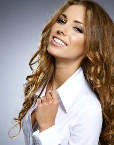 Eine weiße Bluse gehört zu den wichtigsten Mode-Basics © T.Tulic - Fotolia.com