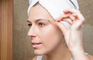 Die Form der Augenbrauen beeinflusst den Gesichtsausdruck