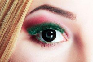 Gehört zu den Make Up Trends 2013: Farbige Mascara