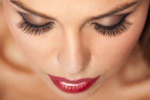 Innovative Mascaras sollen noch mehr aus unseren Wimpern heraus holen