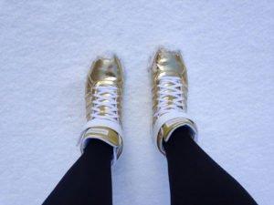 Schuhe mit goldenen Elementen gehören zu den Trends 2013