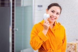 Das A und O der Gesichtspflege ist eine gründliche Reinigung