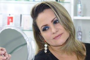 Augen Make Up in Blau darf auch auffälliger ausfallen
