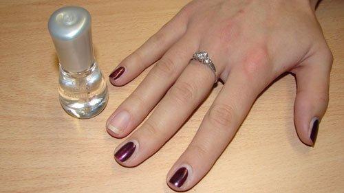 Nägel mit Zietung gestalten - Unterlack auftragen