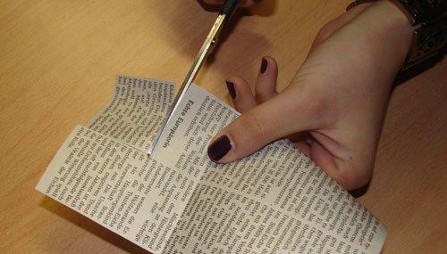 Nägel mit Zeitung gestalten - Zeitung ausschneiden