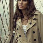 Einen klassischen Trenchcoat sollte jede Frau ihr Eigen nennen © kiuikson - Fotolia.com