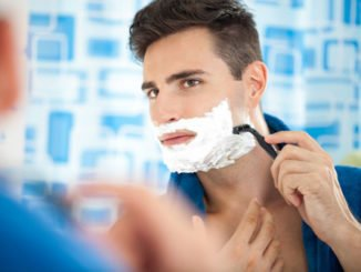 beim rasieren geschnitten