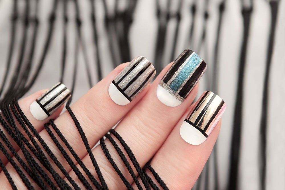 line nails einfache schritt f r schritt anleitung zum nachmachen beauty. Black Bedroom Furniture Sets. Home Design Ideas
