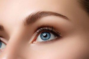 Wimpernserum selber machen - Zutaten und Anwendung der Wimpernpflege
