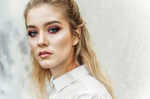 Cut Crease: So schminkst Du den neuen Augen-Make-Up-Trend