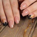 Cut Out Nails schwarz gold