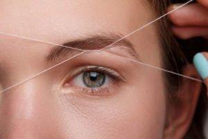 Augenbrauen zupfen mit Faden - Tipps und Anleitung zur Methode