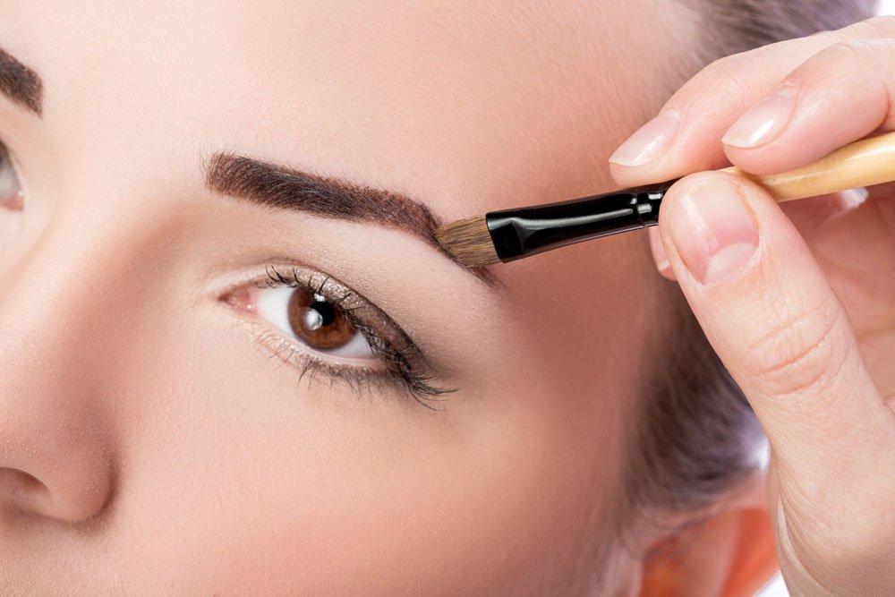 Augenbrauen schminken - Augenbrauenpuder