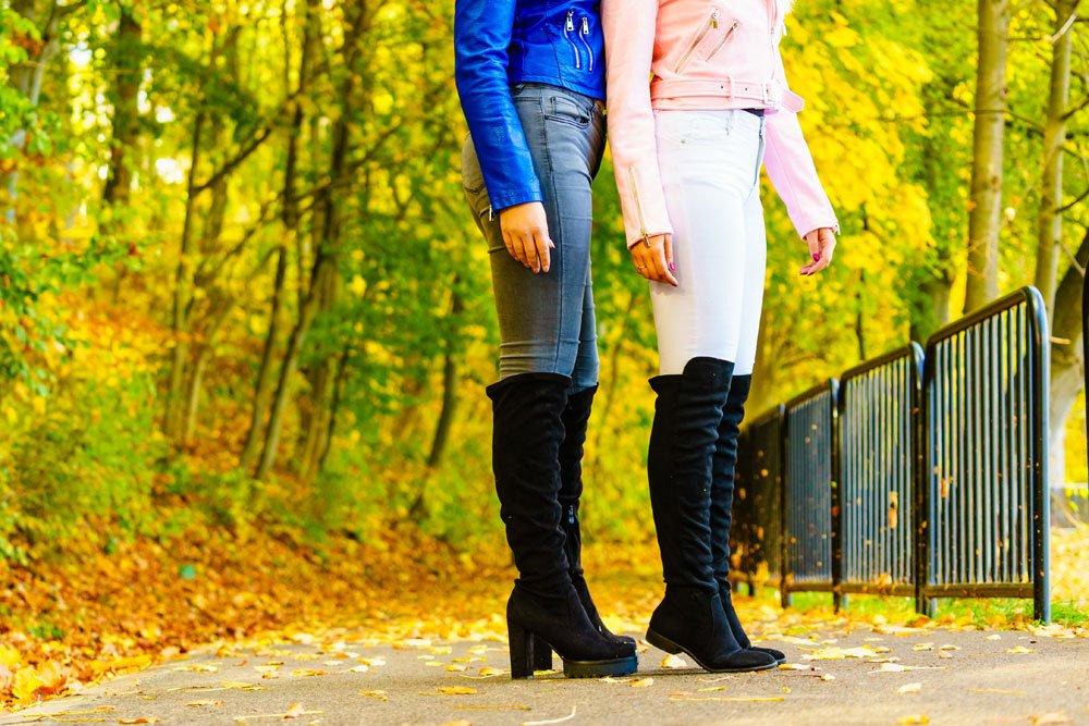 Overknees und Hose kombinieren