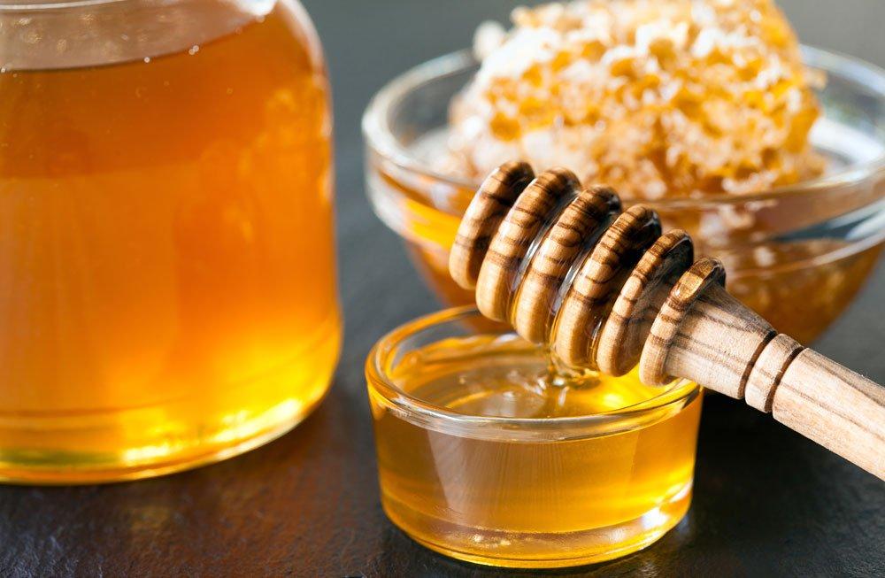 Haare mit Honig aufhellen