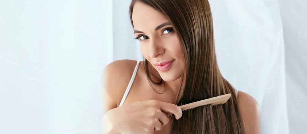 Haare glätten ohne Glätteisen stylen