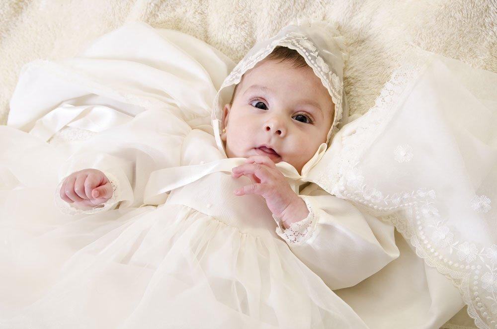 Kleidung zur Taufe