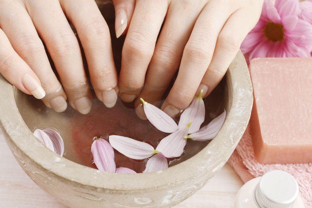 Bare Nails: Handbad