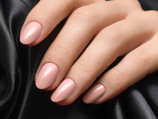 Nagellack für gebräunter aussehende Haut