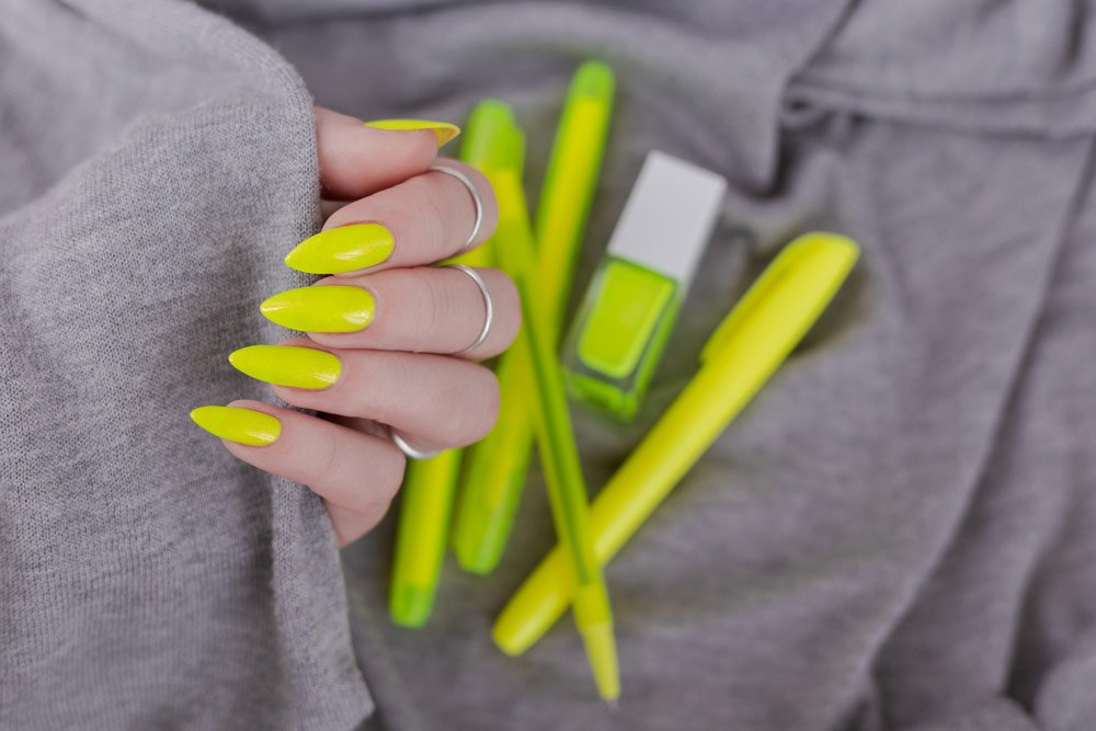 Nagellack in Neonfarben
