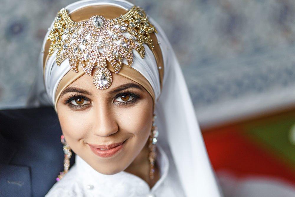 Tücher als Kopfbedeckung zur Hochzeit