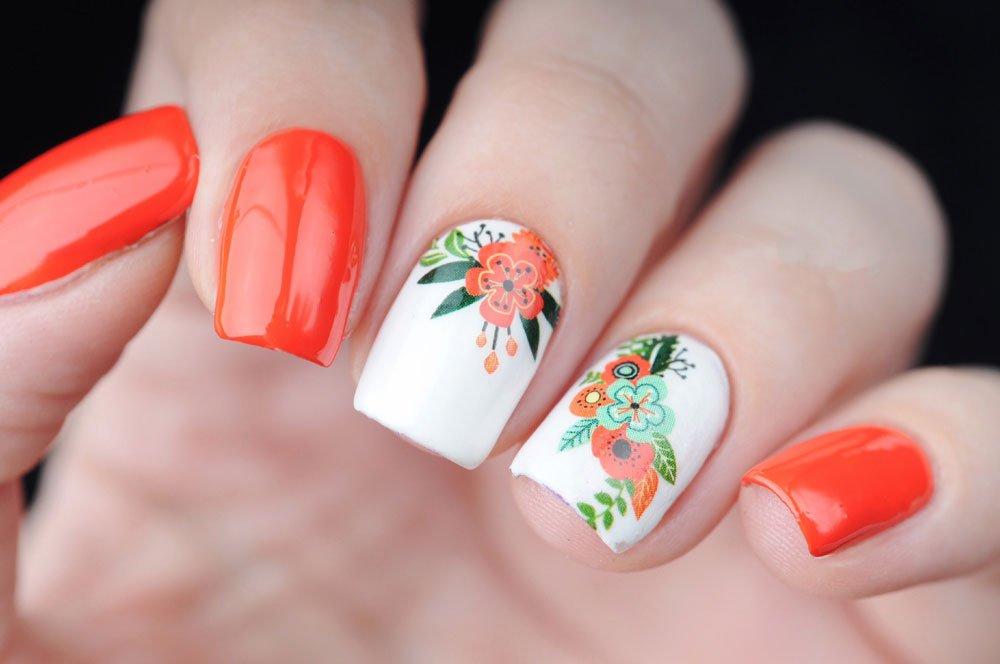 Flower-Nails mit Stickern gemacht